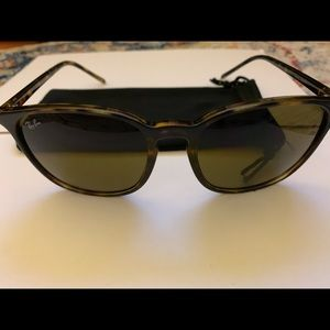Ray Ban Brown Classic B-15 Round Sunglasses RB438